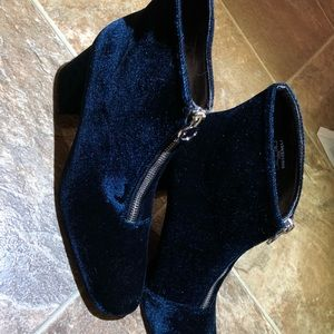 Zara/Chunky high heel ankle boots with zip
